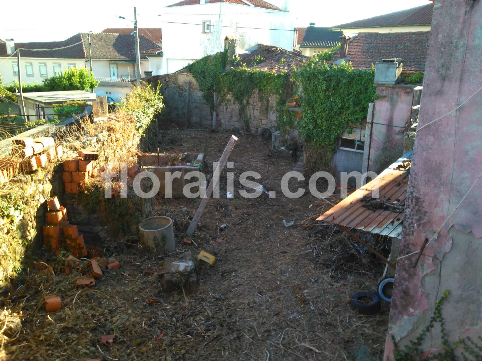 pedras para jardim viseu : pedras para jardim viseu:Moradia para Restaurar para Venda em Viseu – CasaExpress.pt